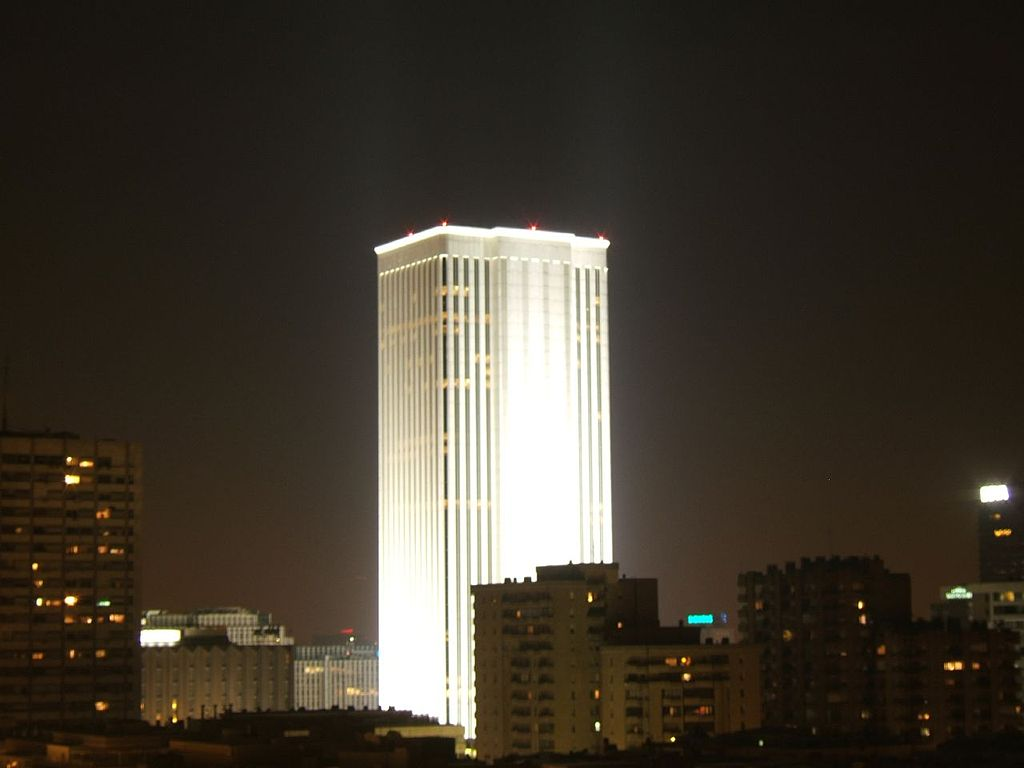1024px-Torre_Picasso_(Madrid)_06